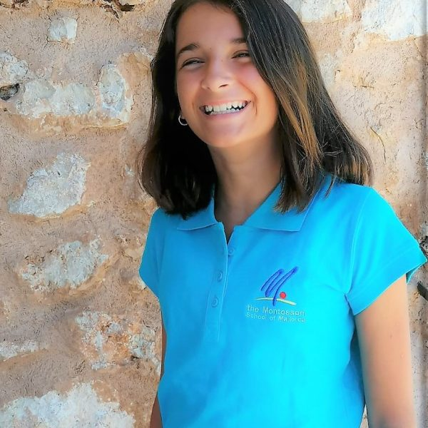 Girl with a blue polo with short sleeves
